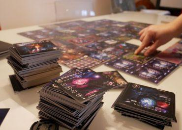 150 cards, 67 tiles, 200+ game pieces, modular board and asymmetric alien factions!
